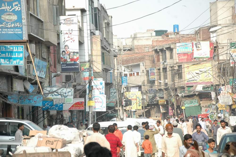 Lahore: Lets Visit Urdu Bazaar!! | Lahore Nama