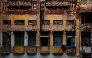 run-down houses in Lahore