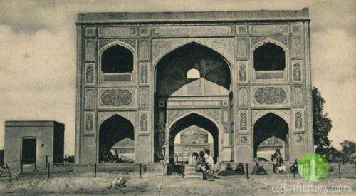 Gulabi Bagh2